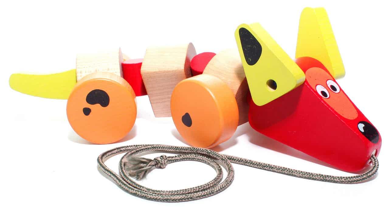 jucarie de tras catelus lemn colorat copii mici